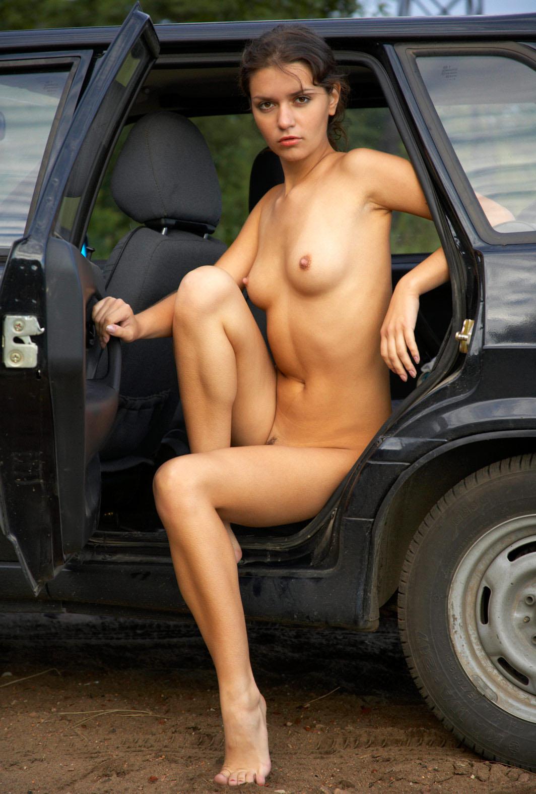 фото голых баб в авто кивнул сказал