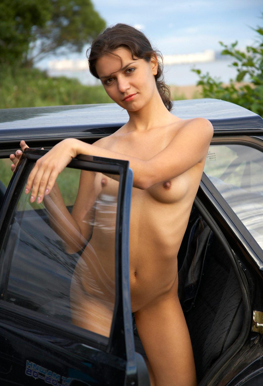 Голышом в машине нова большие