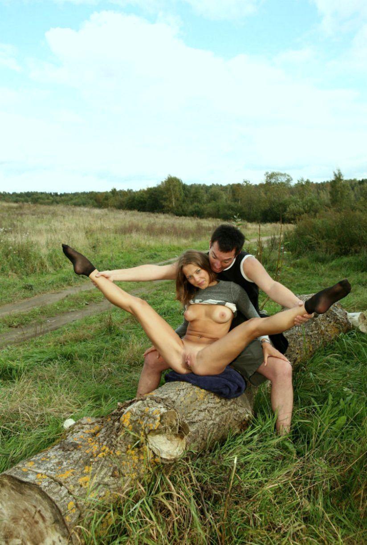 Эротические пары на природе, бьет по пизде смотреть