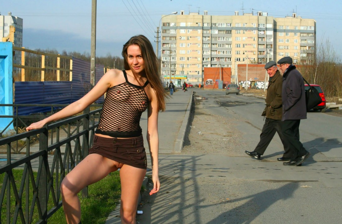 Оделась как шлюха и пошла гулять