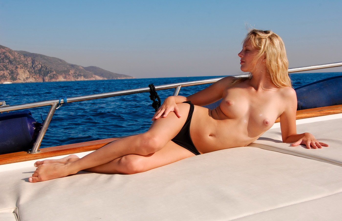 Sexy women boating naked look sex videos
